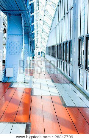 Metallkonstruktionen auf der Blau Brücke