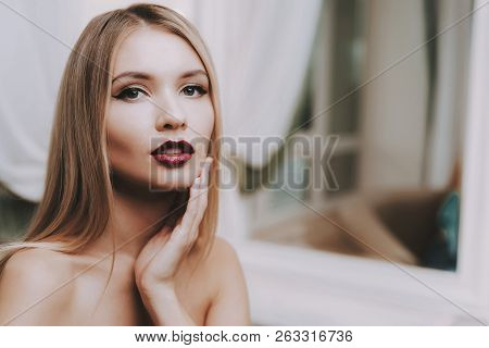 Professional Makeup. Blond Girl In Beauty Salon. Makeup In Beauty Salon. Beautiful Woman. Blond Girl