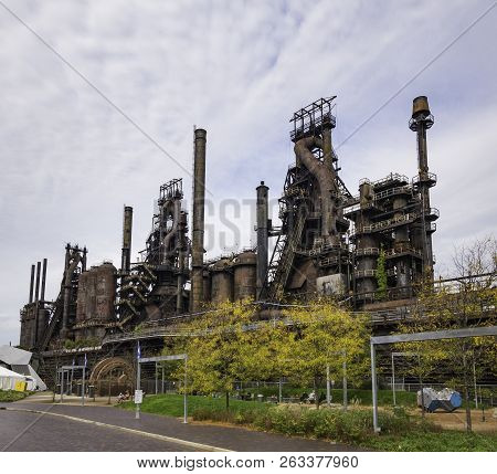 Steel Factory Still Standing In Bethlehem Pa As It Rusts, And Discolors With Age