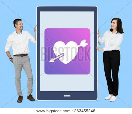 Couple with an online dating application
