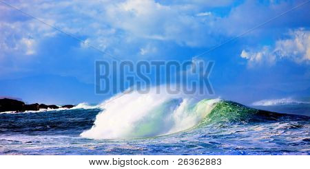 Big  wave on ocean