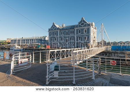 Cape Town, South Africa, August 9, 2018: The Swing Bridge, With The Historic Port Captains Building