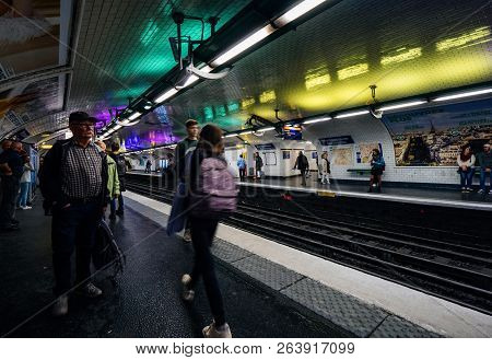 Paris, France - Oct 13, 2018: Commuters Large Crowd Of People Waiting In The Montparnasse Bienvenue