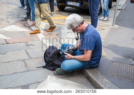 Milan, Italy - May 19, 2017: An Unidentified Photographer Sets Up The Camera On The Sidewalk.