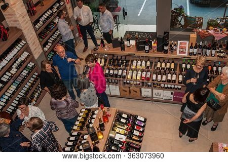 Sao Paulo, Brazil - August 10, 2019. People And Customers In A Wine Shop Of Sao Paulo. The Gigantic