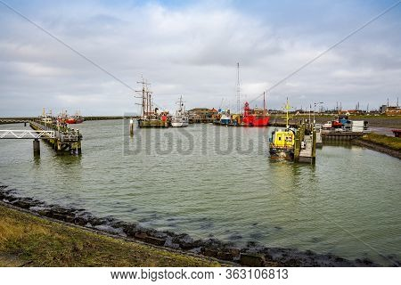 Harlingen, Netherlands - January 10, 2020. Port Nieuwe Willemshaven Near Downtown In Winter
