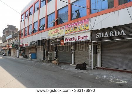 City Valsad, State Gujarat, Country-india 15/04/2020  21 Day Lock Down In India, Empty Street, No Pe