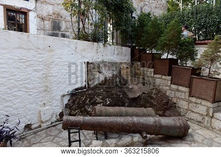 Marmaris,turkey - November 2, 2019:ancient Artillery Pieces In The Castle - The Fortress Of The City