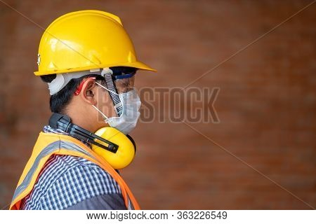 Engineer Wear Protective Face Masks Safety For Corona Virus Disease 2019 (covid-19) At Construction