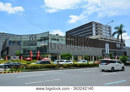 Pasay, Ph - May 26 - Met Live Mall Facade On May 26, 2019 In Pasay, Philippines.