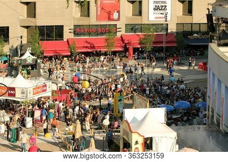 MONTREAL, CANADA - JUNE 29, 2012: People look at a show during the open-air concert at the 33th International Jazz Festival of Montreal on June 29, 2012 in Montreal, Canada