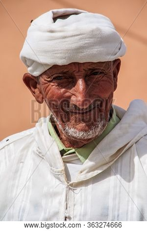 Erfoud, Morocco - Oct 17, 2019: Berber People Living In The Moroccan Mountains Between Midelt And Er