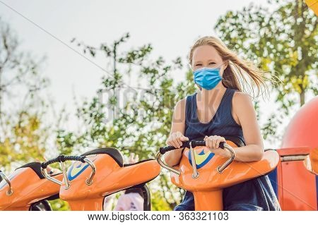 Beautiful, Young Woman Having Fun At An Amusement Park Tourists Fear The 2019-ncov Virus. Medical Ma