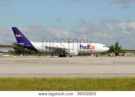 Fedex Heavy Cargo Jet Departing