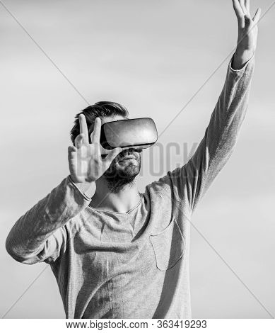 Engineering Project. Virtual Reality Goggles. Digital Future And Innovation. Augmented Reality. Virt