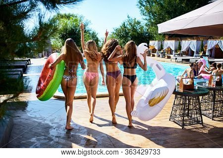 Hot Pretty Girls In Bikini Walking Together With Inflatable Swan, Swim Ring Into Swimming Pool. Attr