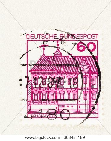 Seattle Washington - April 26, 2020:  Carmine Pink 60 Pfennig Deutsche Bundespost Stamp Featuring Sc