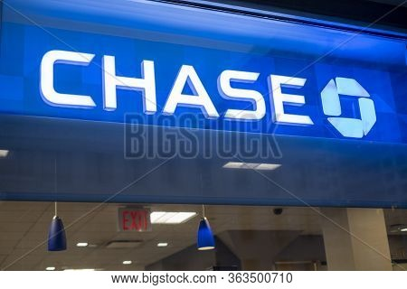 New York, Ny / Usa - April 19 2020: Closed Chase Bank Location During The Covid-19 Coronavirus Globa