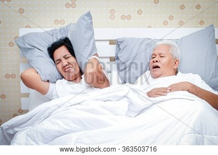 Asian Elderly Couples Sleeping In Bed In The Bedroom Men Snoring So Loudly That Women Can't Sleep. S