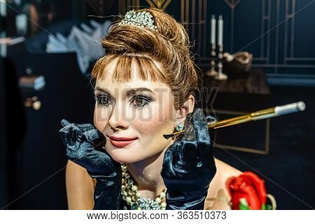 London, England, Uk - January 2, 2020: Waxwork Statues Of Audrey Hepburn Created By Madam Tussauds,