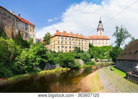Cesky Krumlov, Czech Republic - July 11, 2018: Cesky Krumlov Castle With Tower And Rafting On Vltava