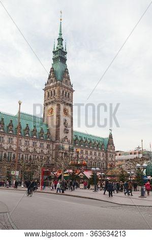 Hamburg, Germany - November 30, 2018: People Walk On Rathausmarkt Near Old Hamburg City Hall. It Is