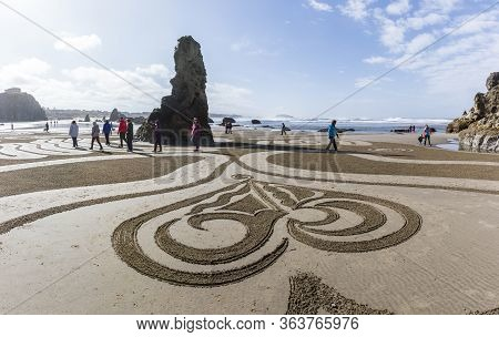 Bandon By The Sea, Oregon / Usa - March 13 2020: People Walking The Labyrinth On The Beach Created B