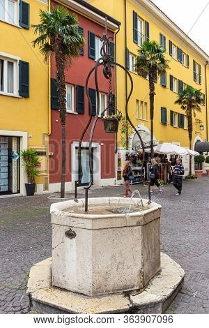 Sirmione, Italy - October 01, 2015 : The Decorative Drinking Fountain In Piazza Castello Square In F