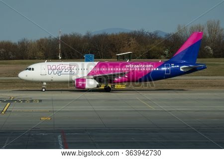 Budapest / Hungary - March 27, 2019: Wizz Air Airbus A320 Ha-lwn Passenger Plane Departure And Take