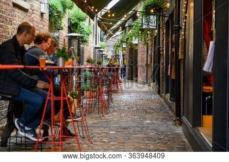 London - September 30, 2019: Wide Shot Of Cobble Outdoor Dining Area At Camden Market