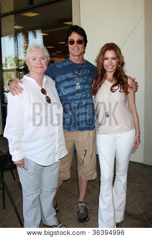 LOS ANGELES - AUG 18:  Susan Flannery, Ronn Moss, Tracey Bregman at the book signing for William Bell Biography at Barnes & Noble on August 18, 2012 in Ventura, CA