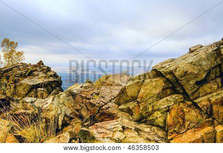 Вид со скалы в горах