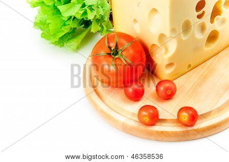 Сыр, помидоры и салат-латук