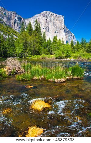 El Captain Rock with Merced River in Yosemite National Park,California