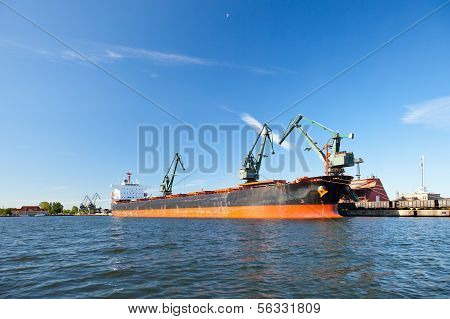 Carbon Loading In Ship.