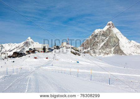 Plateau Rosa in Cervinia ski resort: the highest skiable slope in Italy (3480 mt). In background the Matterhorn. Cervinia, Valle d'Aosta, Italian Alps, Europe.