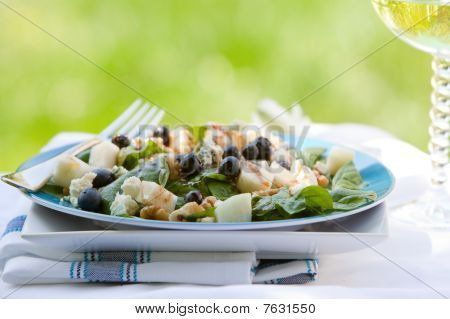 Spinach And Grogonzola Cheese Salad With Blueberries And Pears