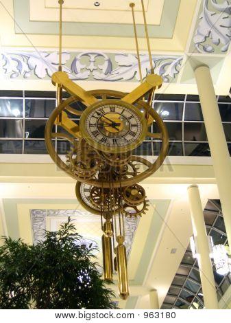 Clock In Oakville Center1