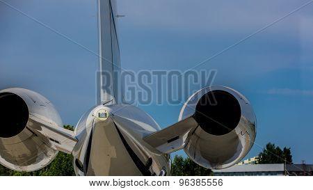 Airplane at terminal gate preparing the takeoff.