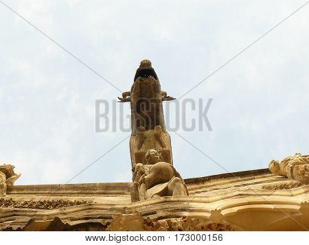 cathedrale reims gothique statues architecture moyen age sourire anges rois religion art