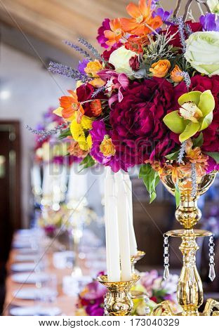 beautiful decoration of restaurant with flowers and candles