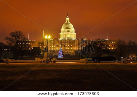 The Washington DC capitol building at dusk in December