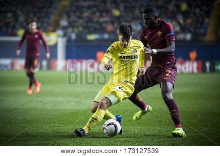 VILLARREAL, SPAIN - FEBRUARY 16: (L) Trigueros, (R) Rudiger during UEFA Europa League match between Villarreal CF and AS Roma at Ceramica Stadium on February 16, 2017 in Villarreal, Spain