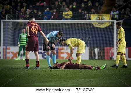 VILLARREAL, SPAIN - FEBRUARY 16: Bruno Peres injured during UEFA Europa League match between Villarreal CF and AS Roma at Ceramica Stadium on February 16, 2017 in Villarreal, Spain