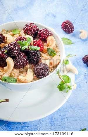 Oatmeal With Cashew, Blackberries And Mint Leaves