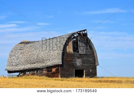 An image of an old abandon barn just before it was torn down.