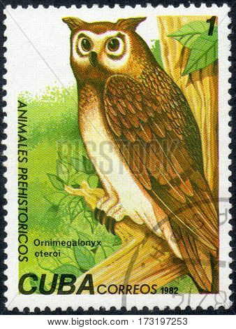 UKRAINE - CIRCA 2017: A stamp printed in Cuba shows a extinct bird Ornimegalonyx oteroi the series Prehistoric animals circa 1982