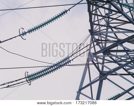 The high-voltage support and the electrical wires