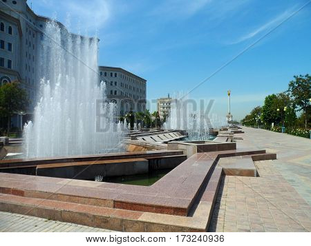 fountain water design night travel white icon architecture decoration drop illustration splash symbol art blue monument stone jeddah arabia saudi king fahd biggest sea red air arabian arabic big neptune rome sunrise ornament city jet style famous statue h