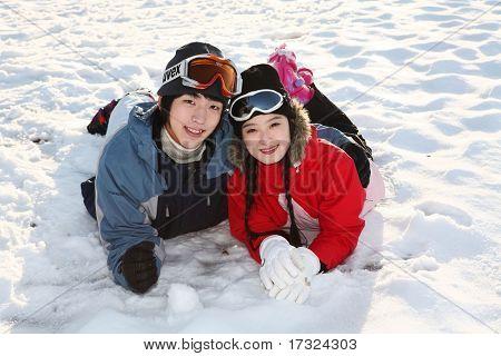 Paar im Wintersport